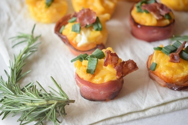 loaded-mac-n-cheese-bacon-cups-1-couponistaqueen-com-recipe